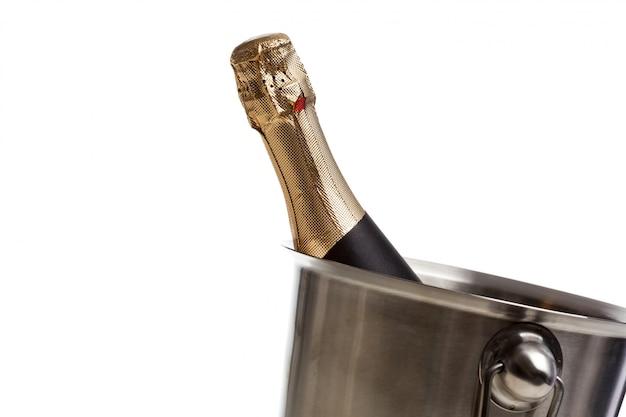 Bottiglia di champagne isolata
