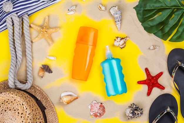 Bottiglia di crema solare e spray
