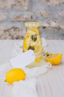 Bottiglia di limonata