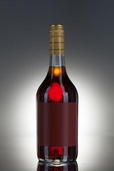 Bottiglia di liquore piena