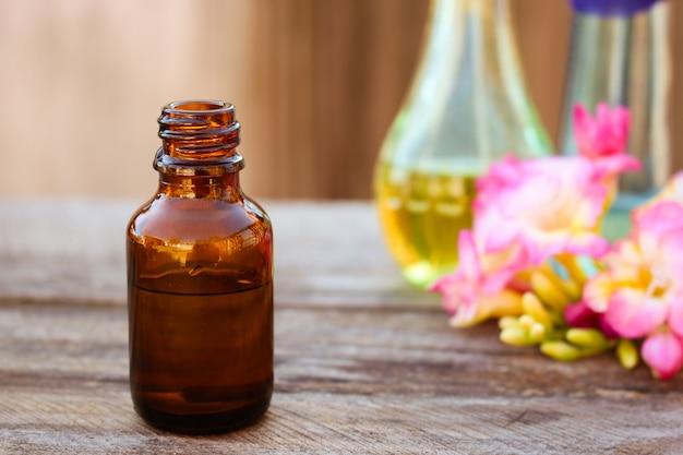 Bottiglia di olio essenziale