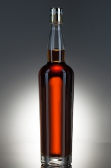 Bottiglia di whisky piena