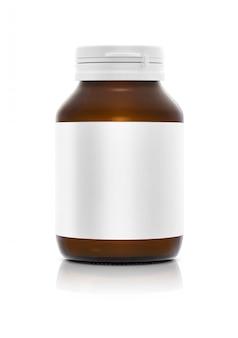 Bottiglia marrone prfruct del supplemento in bianco con l'etichetta bianca isolata su fondo bianco