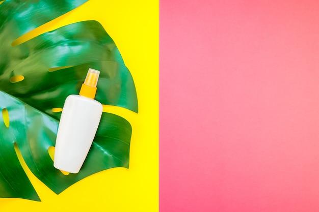 Bottiglia vuota di protezione solare estiva