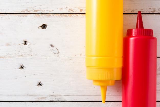 Bottiglie di ketchup e senape