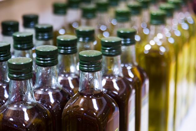 Bottiglie di olio d'oliva