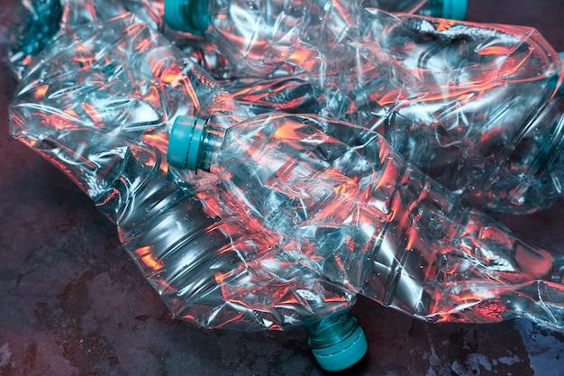 Bottiglie di plastica, riciclare la gestione dei rifiuti. disastro dell'inquinamento