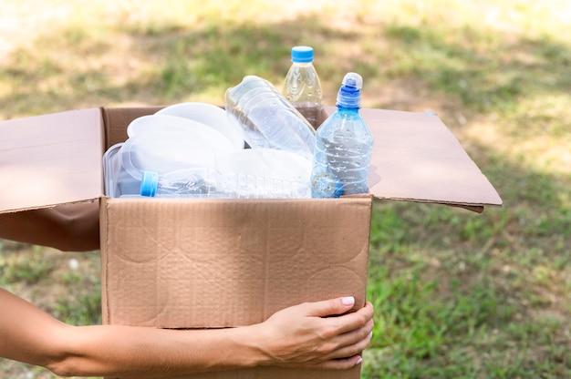 Bottiglie di plastica riciclate individualmente
