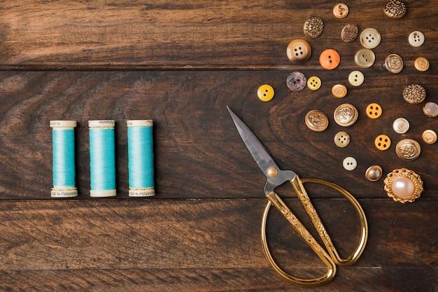 Bottoni da cucire con bobina di filo