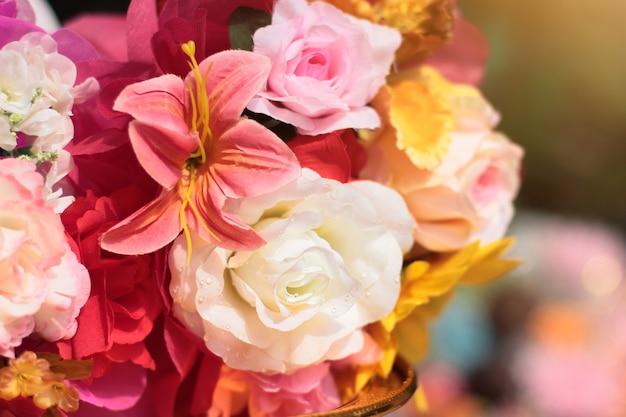 Bouquet di decorazione di fiori artificiali in cerimonia di nozze.