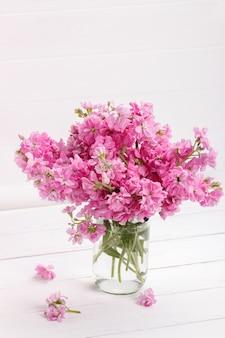 Bouquet di fiori rosa matthiola