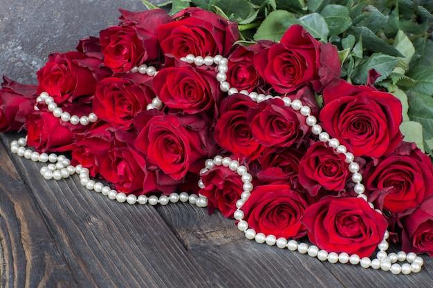 Bouquet di rose rosse e perle