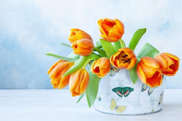 Bouquet di tulipani arancioni.
