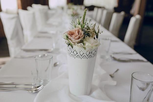 Bouquet su un tavolo