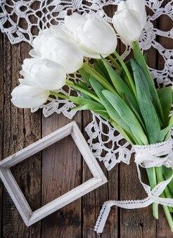 Bouquet tulipani bianchi con cornice