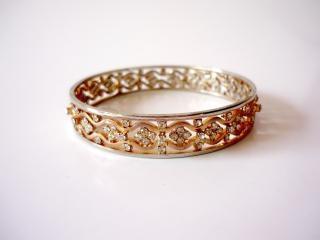Bracciali d'oro, anelli