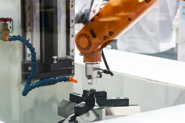 Braccio meccanico tecnologia industriale e di produzione
