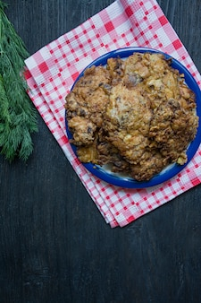 Braciola di maiale alla griglia. piatti di carne caldi.