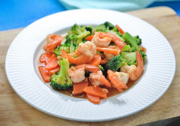 Broccoli e gambero in padella dell'alimento sano tailandese