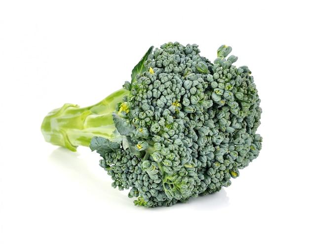 Broccoli isolati su bianco