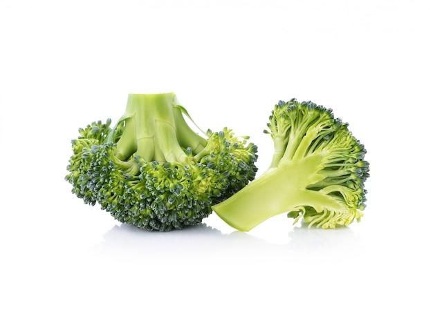 Broccoli isolato su sfondo bianco