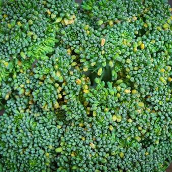 Broccoli su uno sfondo in legno