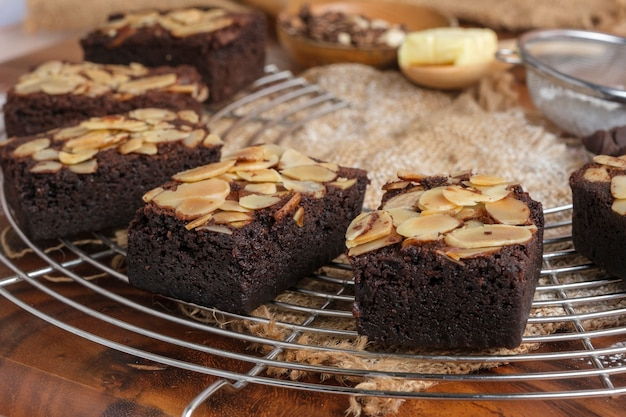 Brownies di mandorle al forno carnoso