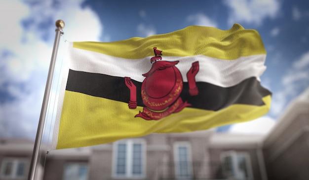 Brunei bandiera rendering 3d sullo sfondo del cielo blu