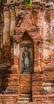 Buddha, un bellissimo sito antico in wat maha that ayutthaya come sito del patrimonio mondiale, thailandia