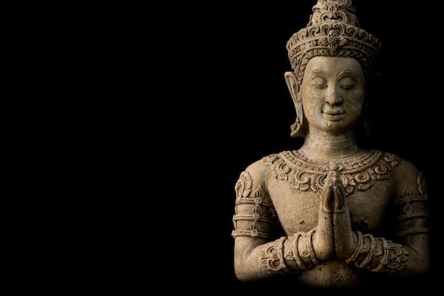 Buddismo per statue o modelli del ritratto di buddha isolato su fondo nero