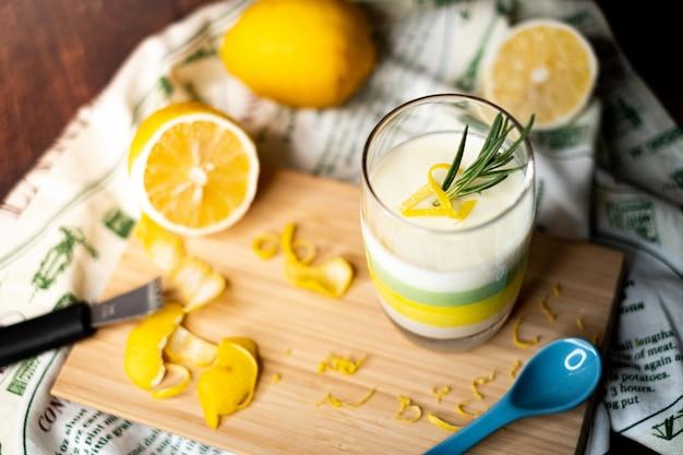 Budino al cioccolato bianco e limone.