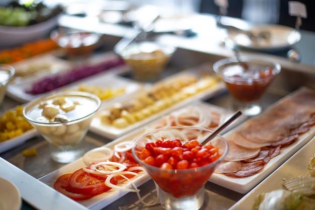 Buffet di cibo nel ristorante