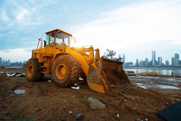 Bulldozer in un cantiere