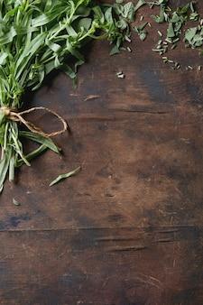 Bundle di erbe fresche italiane