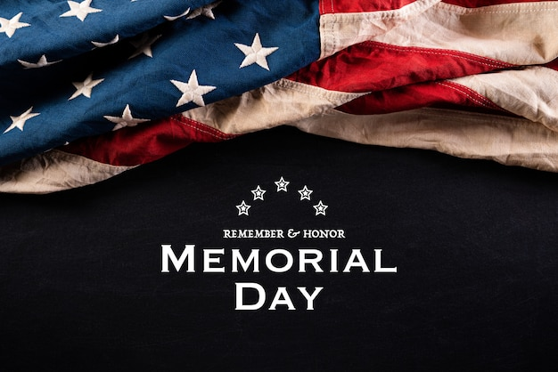 Buon memorial day. bandiere americane con il testo remember & honor