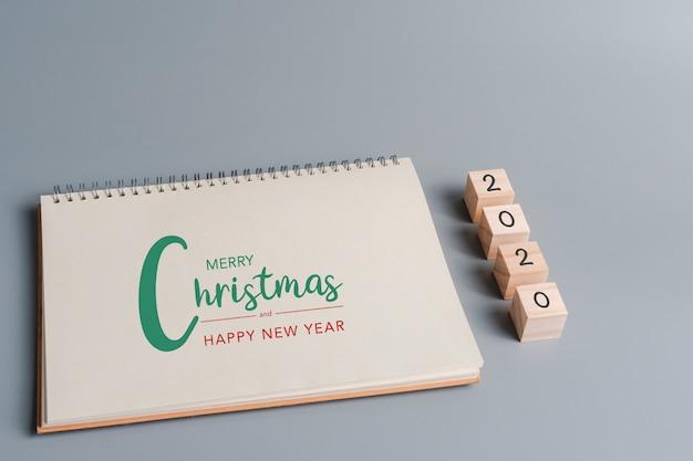 Buon natale e felice anno nuovo 2020 testo su carta quaderno bianco