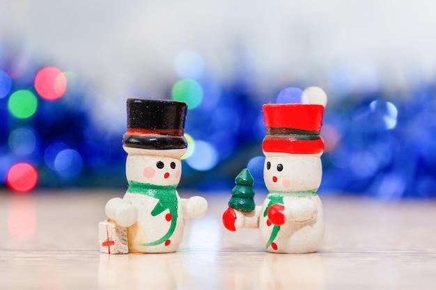 Buon natale e felice anno nuovo biglietto di auguri. buon natale giocattoli snowmans