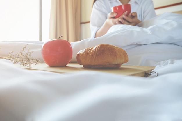Buona sveglia donna inverno mattina adulto