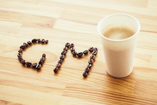 Buongiorno. tazza di carta di caffè caldo