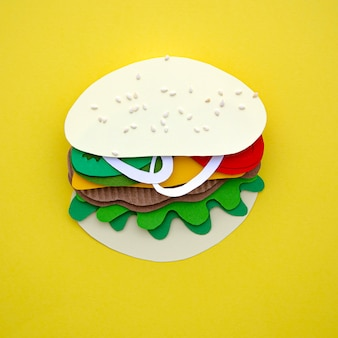 Burger replica su uno sfondo bianco