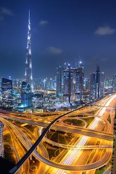 Burj khalifa è l'edificio più alto del mondo. dubai, emirati arabi uniti