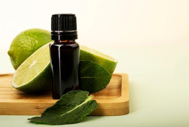 Burro di aromi con lime e menta. bottiglia senza etichetta