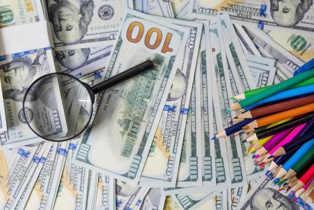 Business plan su schemi finanziari finanziari, dollaro e affari su rapporti finanziari con