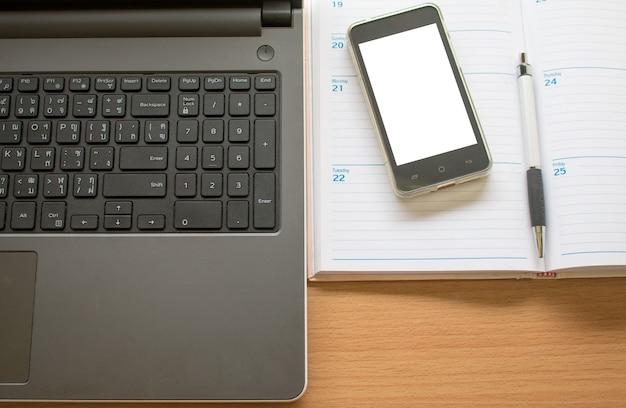 Business tavolo di lavoro con lo smartphone per laptop e l'organizzazione