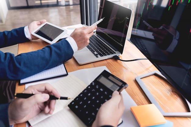 Business team investment entrepreneur trading discussione e analisi dei dati