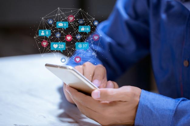 Business utilizzando il telefono, concetto di innovazione di tecnologia di social network di social media.