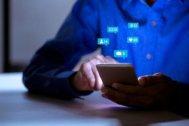 Business utilizzando smartphone, concetto di innovazione di tecnologia di social network di social media.