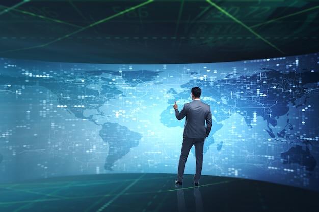 Businessman nel concetto di calcolo futuristico