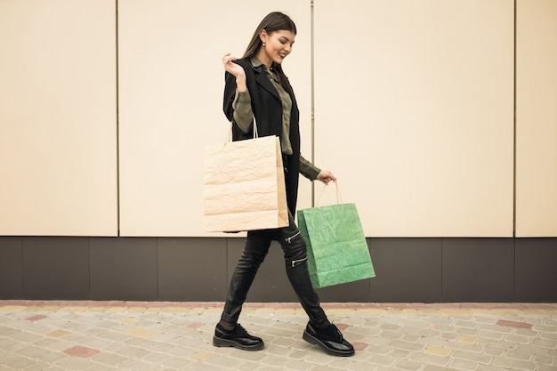 Businesswoman moderna tecnologia moda sfondo casuale