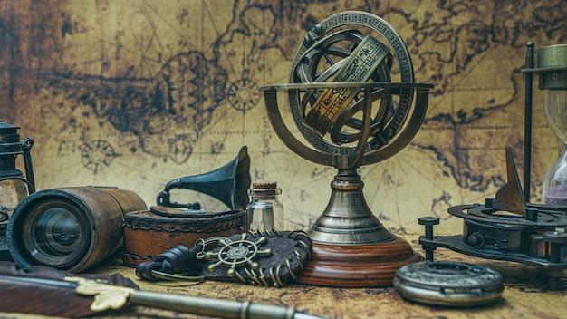 Bussola con segno zodiacale meridiana con piedistallo